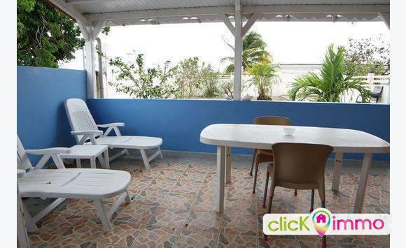 Studio meublé avec jardin et vue mer -.. - Locations de courte et ...