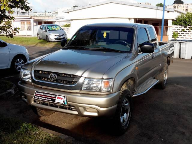 toyota hilux 4x4 xtra cab pick up 2 4 annonce voitures fort de france martinique. Black Bedroom Furniture Sets. Home Design Ideas