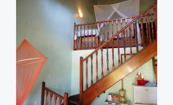 studio mezzanine duplex meubl saint anne annonce ventes appartement sainte anne martinique. Black Bedroom Furniture Sets. Home Design Ideas
