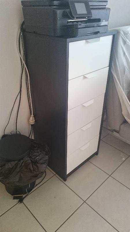 commode noire et blanche ikea annonce meubles et d coration sch lcher martinique. Black Bedroom Furniture Sets. Home Design Ideas