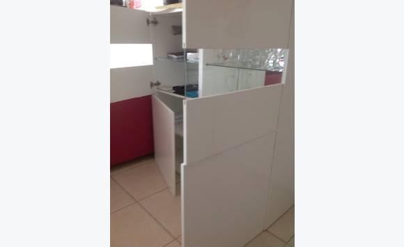 meuble ikea laqu blanc annonce meubles et d coration. Black Bedroom Furniture Sets. Home Design Ideas