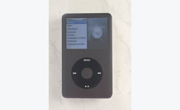 ipod classic 120gb d occasion gris anthracite image son saint martin cyphoma. Black Bedroom Furniture Sets. Home Design Ideas