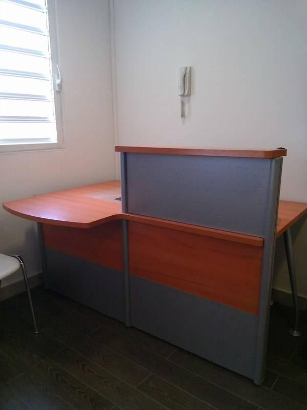 Bureau d 39 accueil annonce meubles et d coration saint for Bureau martin