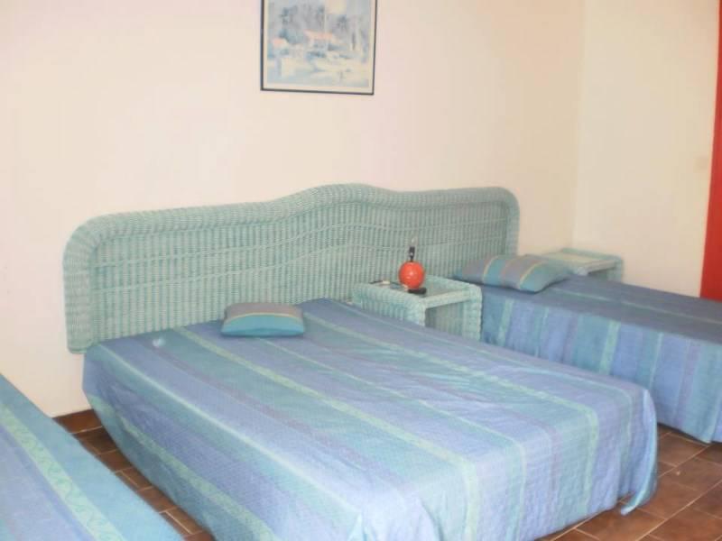 studio climatiser avec salle de bain annonce locations appartement sint maarten. Black Bedroom Furniture Sets. Home Design Ideas