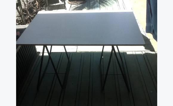 planche de bureau annonce meubles et d coration saint. Black Bedroom Furniture Sets. Home Design Ideas