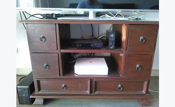 meuble t l bois rouge annonce meubles et d coration. Black Bedroom Furniture Sets. Home Design Ideas