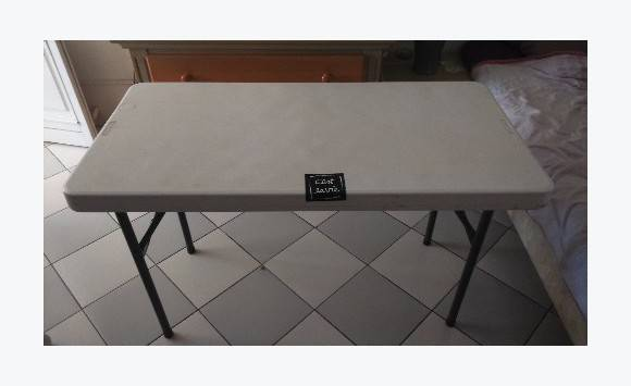Table pliante annonce meubles et d coration baie for Meuble table pliante