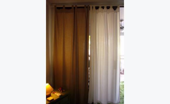 Lot de 8 rideaux avec tringles en bois blanc annonce meubles et d coration baie nettle saint - Tringles a rideaux en bois ...