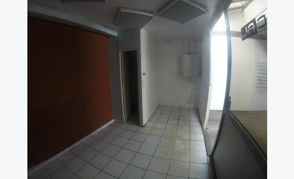 local d 39 activit cayenne 125 000 bureaux commerces soci t s guyane. Black Bedroom Furniture Sets. Home Design Ideas
