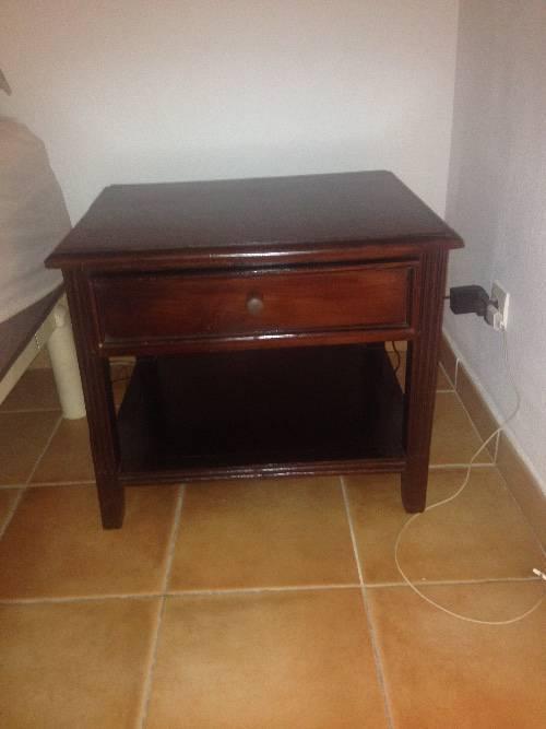 2 tables de nuit annonce meubles et d coration parc de for Table de nuit anglais