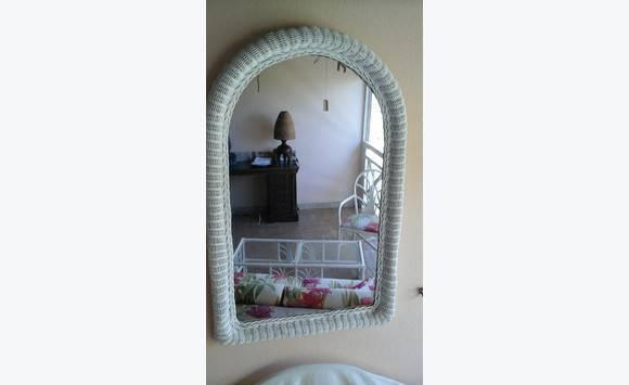 Miroir rotin blanc annonce meubles et d coration saint for Miroir rotin blanc