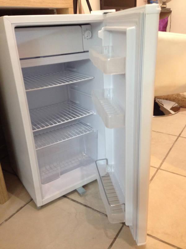 frigo table top annonce lectrom nager saint martin. Black Bedroom Furniture Sets. Home Design Ideas
