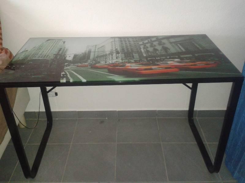 bureau chaise annonce meubles et d coration saint louis saint martin. Black Bedroom Furniture Sets. Home Design Ideas