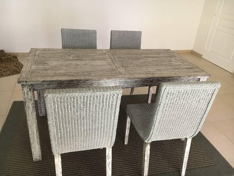 Table chaises annonce meubles et d coration for Meuble concordia