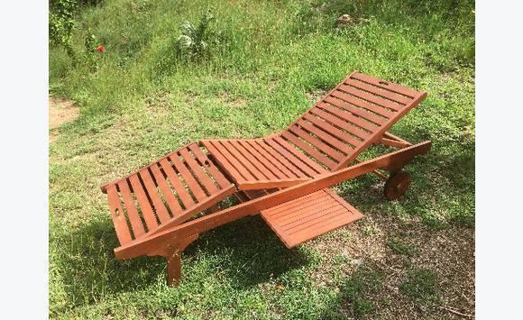 bains de soleil bois exotique eucalyptus tablette annonce mobilier et quipement d 39 ext rieur. Black Bedroom Furniture Sets. Home Design Ideas