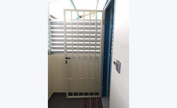 grille de protection pour porte d 39 entr e annonce. Black Bedroom Furniture Sets. Home Design Ideas