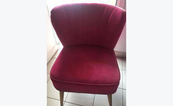 Fuschia furniture Bright Colored Chair Pink Fuschia Cyphoma Chair Pink Fuschia Furniture And Decoration Saint Barthélemy Cyphoma