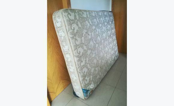 matelas 150x200 annonce meubles et d coration lorient saint barth lemy. Black Bedroom Furniture Sets. Home Design Ideas
