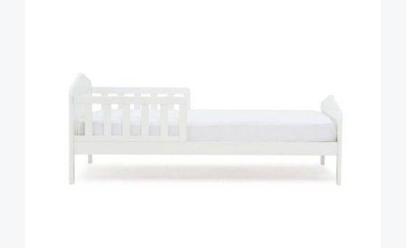 lit enfant 70x140 blanc avec matelas plastifie annonce meubles et d coration les jardins d. Black Bedroom Furniture Sets. Home Design Ideas
