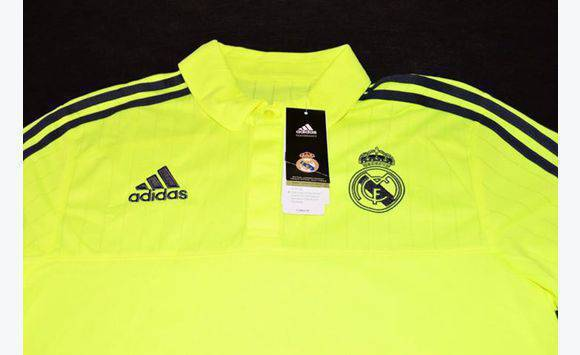 taille m real madrid v tements guadeloupe. Black Bedroom Furniture Sets. Home Design Ideas
