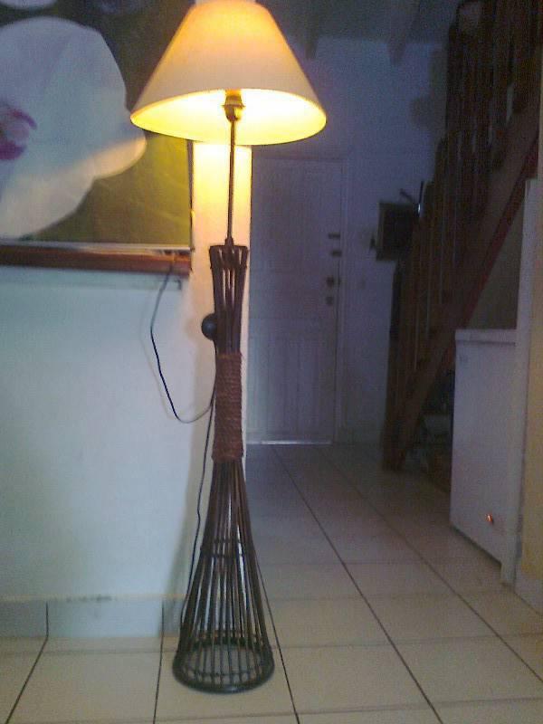 Miroir encadrement bois exotique lampadaire annonce for Miroir exotique