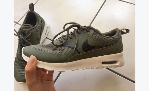 Nike Air Max Thea kaki