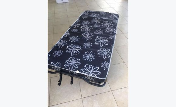 Bed bed advertentie meubels decoratie sint maarten - Decoratie bed ...