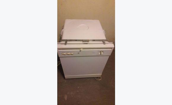 lave vaisselle annonce lectrom nager belv d re sint maarten. Black Bedroom Furniture Sets. Home Design Ideas