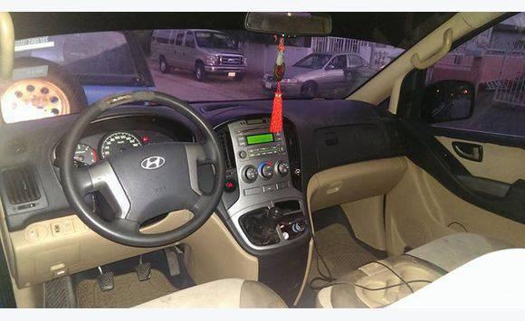 Hyundai H1 - 12 Seater Bus Type : Turbo Diesel
