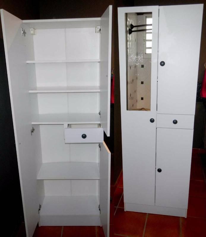 colonne salle de bain blanche annonce meubles et d coration parc de la baie orientale saint. Black Bedroom Furniture Sets. Home Design Ideas