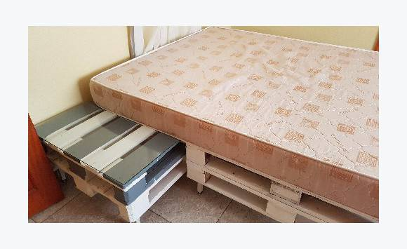 lit en palettes matelas 160 sur 200 annonce meubles et d coration saint louis saint martin. Black Bedroom Furniture Sets. Home Design Ideas