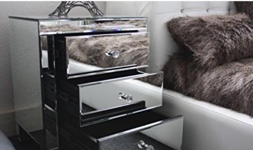 tables de chevet tendance miroir 3 tiroirs annonce meubles et d coration marigot saint martin. Black Bedroom Furniture Sets. Home Design Ideas