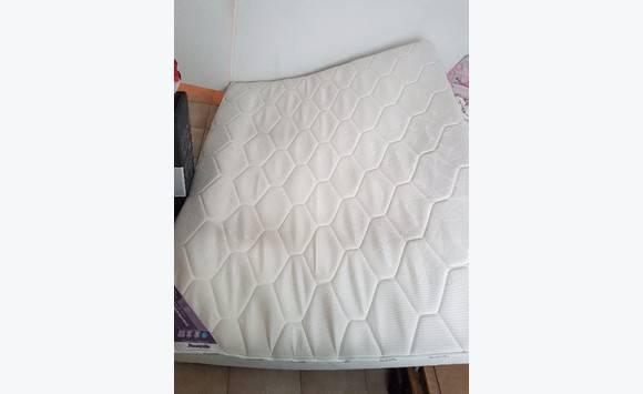 matelas queen size annonce meubles et d coration concordia saint martin. Black Bedroom Furniture Sets. Home Design Ideas