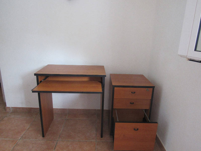 Bureau ordi et meuble tiroirs sur roulettes annonce for Meuble bureau a roulette
