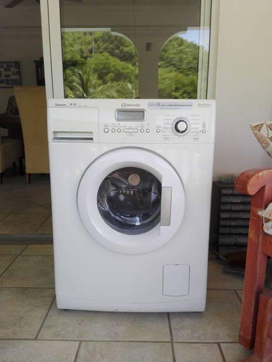 machine laver la marque bosch annonce. Black Bedroom Furniture Sets. Home Design Ideas