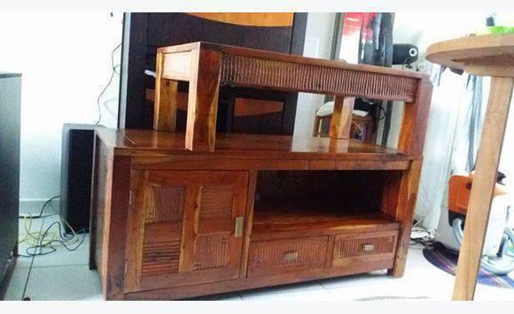 table basse en bois La Réunion Une table télé et une table basse en ~ Table Tele En Bois
