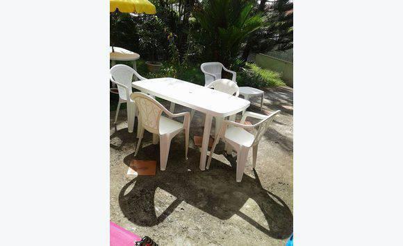 1 table de jardin+4 chaises