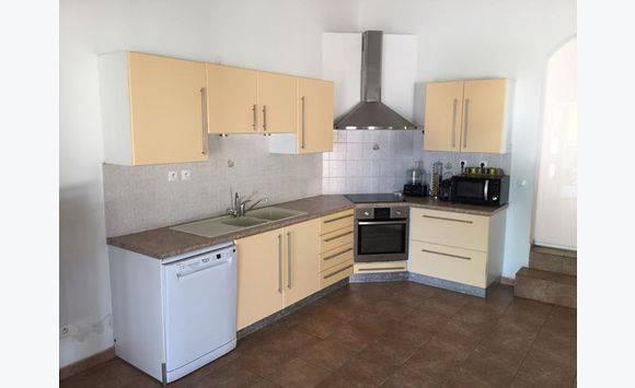une cuisine d 39 angle compl te annonce meubles et d coration la r union. Black Bedroom Furniture Sets. Home Design Ideas