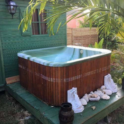 jacuzzi spa exterieur comment installer son spa jacuzzi spa jacuzzi installer un jacuzzi. Black Bedroom Furniture Sets. Home Design Ideas