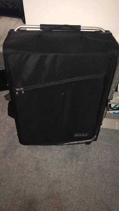 Large Z Frame Light Weight Suitcase - Classified ad - Jewelry ...