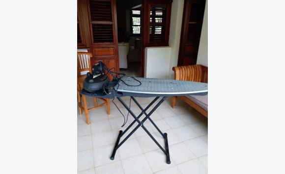 table fer repasser euroflex professionnal annonce lectrom nager fort de france martinique. Black Bedroom Furniture Sets. Home Design Ideas