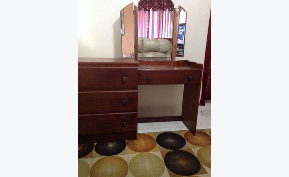 commode avec miroir attach annonce meubles et d coration wildey barbade. Black Bedroom Furniture Sets. Home Design Ideas