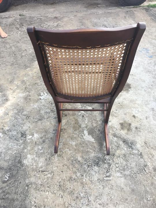 Chaise ber ante antique annonce meubles et d coration for Chaise bercante antique