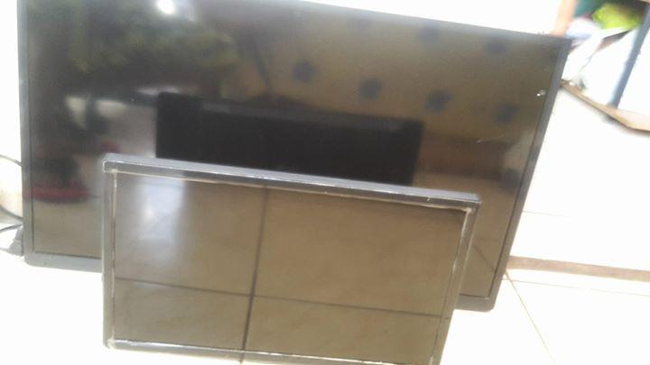 32 pouces cran plat tv un petit 19 pouces annonce image son philipsburg sint maarten. Black Bedroom Furniture Sets. Home Design Ideas