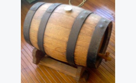 petit tonneau bois annonce meubles et d coration marigot saint martin. Black Bedroom Furniture Sets. Home Design Ideas