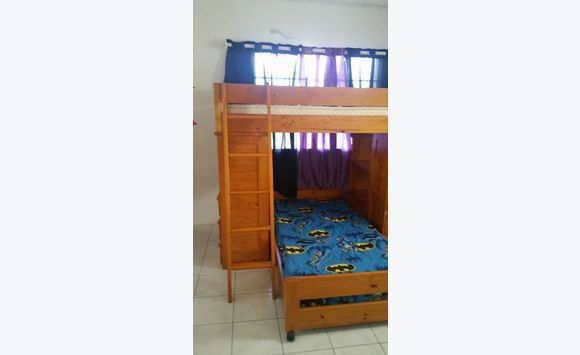 lit superpos en bois annonce meubles et d coration sint maarten. Black Bedroom Furniture Sets. Home Design Ideas