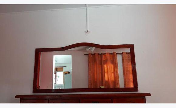 Buffet bas et grand miroir annonce meubles et for Grand miroir buffet