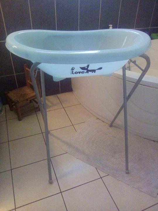porte b b et baignoire avec pied annonce pu riculture. Black Bedroom Furniture Sets. Home Design Ideas