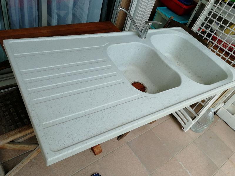 evier double avec robinet vide maison saint martin. Black Bedroom Furniture Sets. Home Design Ideas