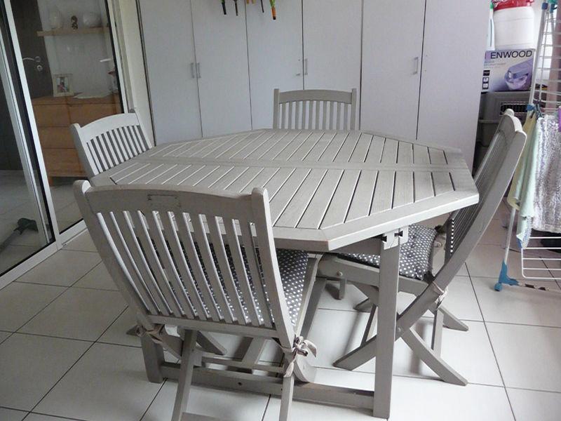 Salon de jardin en teck relooké en gris taupe